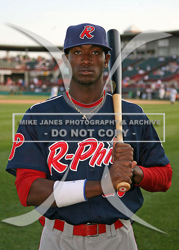 August 1, 2009:  Right Fielder Dominic Brown of the Reading Phillies before a game at Jerry Uht Park in Erie, PA.  Reading is the Eastern League Double-A affiliate of the Philadelphia Phillies.  Photo By Mike Janes/Four Seam Images