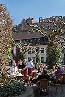 Germany, Baden-Wuerttemberg, Heidelberg: Cafe at Charles Square, above Heidelberg Castle | Deutschland, Baden-Wuerttemberg, Heidelberg: Cafe am Karlsplatz, oben das Heidelberger Schloss
