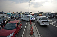 ATENCAO EDITOR: FOTO EMBARGADA PARA VEICULOS INTERNACIONAIS -  SAO PAULO, 06/09/2012 - TRANSITO MARGINAL TIETE - Transito carregado na marginal Ti&ecirc;te sentido rodovia ayrton senna, altura da Ponte estaiada da Tiet&ecirc; .<br /> FOTO VAGNER CAMPOS/ BRAZIL PHOTO PRESS