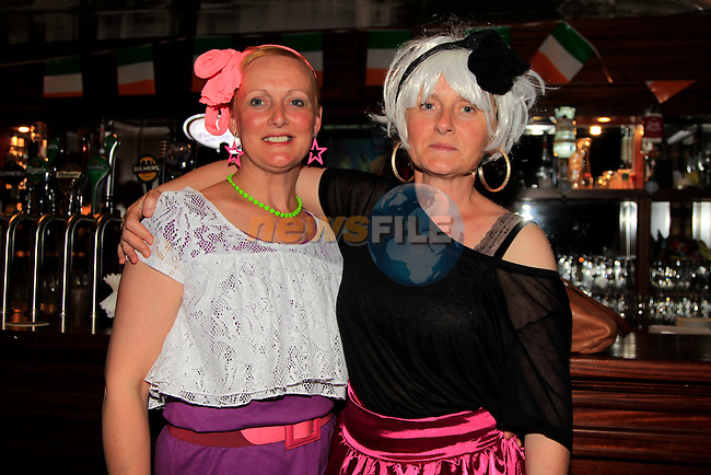 Ruth and Fiona Kirby at the <br /> 80s music night fundraiser in aid of Le Cheile Educate Together.<br /> Picture:  Fran Caffrey / www.newsfile.ie