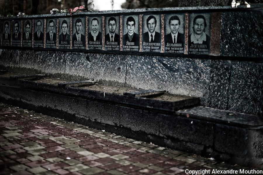 Monument to slavutych dead, to honor the memory of the Soviet &quot;heroes&quot; missing in the explosion at Tchernobyl.<br /> <br /> http://www.ladocumentationfrancaise.fr/pages-europe/d000780-ukraine.-slavoutytch-la-ville-de-l-apres-tchernobyl-par-alexandre-mouthon/article