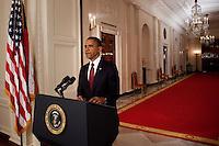 """BAN07. WASHINGTON (EEUU), 01/05/2011.- El presidente de Estados Unidos, Barack Obama, anuncia hoy, domingo 1 de mayo de 2011, la muerte de Osama bin Laden, el terrorista más buscado del mundo, en una alocución desde la Casa Blanca, en Washington (EEUU). Obama afirmó que tras haber recibido informaciones de inteligencia fiables sobre el lugar donde se encontraba Bin Laden, en Pakistán, la semana pasada dio la orden de atacar y hoy """"un pequeño grupo"""" estadounidense condujo la operación, en la que, tras un intercambio de fuego, se hizo con el cuerpo del terrorista. EFE/BRENDAN SMIALOWSKI.."""