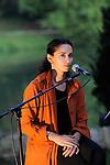CARTE BLANCHE - RODOLPHE BURGER<br /> <br /> Chants d'amours, concert<br /> avec : Rachida Brakni<br /> Texte : &quot;s'envolent les colombes&quot; de Mahmoud Darwich<br /> Date : 27/09/2014<br /> Lieu : Parc Jean Jacques Rousseau - Th&eacute;&acirc;tre de verdure<br /> Ville : Ermenonville