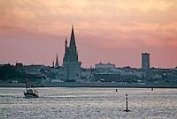 France/17/Charente Maritime/La Rochelle: Le vieux port à l'aube et tour de la Lanterne