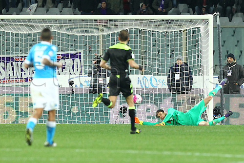 29.02.2016. Stadium Artemio Franchi, Florence, Italy.  Serie A football league. Fiorentina versus Napoli. Tatarusano Goalkeeper of Fiorentina makes the save