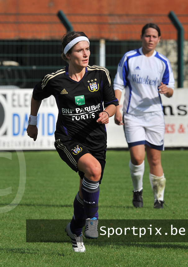 Rassing Harelbeke - RSC Anderlecht :  Stephanie Suenens.fotografe Joke Vuylsteke - vrouwenteam.be