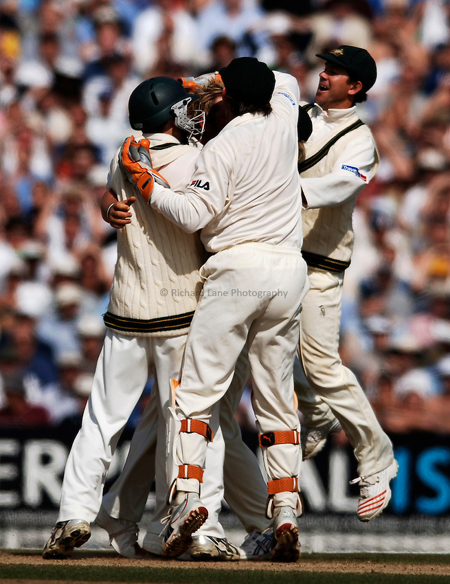 Photo: Glyn Thomas..England v Australia. nPower Test Series. The Ashes 2005..12/09/2005..Australia celebrate a wicket.