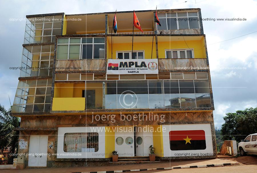 ANGOLA Gabela, MPLA office of ruling party of Dos Santos / ANGOLA Gabela, Buero der regierenden MPLA Partei von Praesident Dos Santos