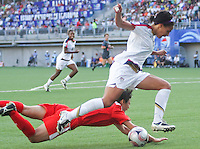 Santiago, Chile: American player Sydney Leroux dispute the ball with Korea DRPs player Pak Kuk Hui during the finals match in the Fifa U-20 Women´s World Cup at Florida´s Municipal Stadium, on December 07 th, 2008. By Grosnia / ISIphotos.com