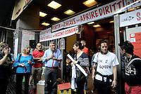 Roma, 27 Maggio 2016<br /> Maurizio Landini segretario FIOM porta la solidarietà alle e agli occupanti in sciopero della fame.<br /> Occupazione di Via Santa Croce in Gerusalemme.<br /> 18°giorno di sciopero della fame per 26 attivisti e attiviste di Action, per il diritto alla casa, contro sfratti e sgomberi.<br /> House, 18th day of hunger strike, the solidarity of Landini