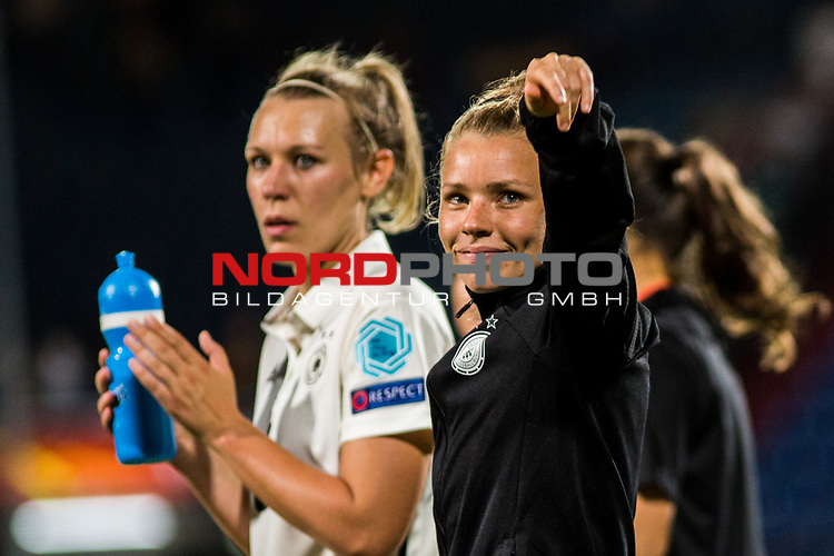 21.07.2017, Koenig Willem II Stadion , Tilburg, NLD, Tilburg, UEFA Women's Euro 2017, Deutschland (GER) vs Italien (ITA), <br /> <br /> im Bild | picture shows<br /> Linda Dallmann (Deutschland #16) | (Germany #16) bedankt sich bei den Fans, <br /> <br /> Foto © nordphoto / Rauch