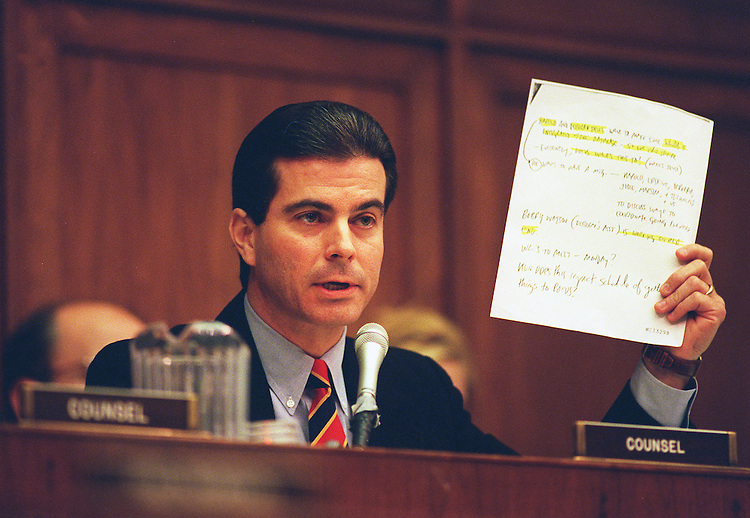 11/06/97.HOUSE CAMPAIGN FINANCE HEARINGS--Jay Apperson questions Charles F. Ruff,Councel to the President about a memo during the hearing on alleged campaign finance irregularities during the 1996 campaign..CONGRESSIONAL QUARTERLY PHOTO BY DOUGLAS GRAHAM