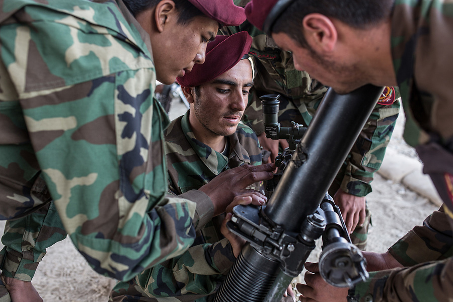 Mortar practical class where the students of ANA (Afghan National Army) learn how to piece together the mortar, Kabul, Afghanistan, 6th November 2017<br /> <br /> Cours pratique de mortier où les étudiants de l'ANA (Armée nationale afghane) apprennent à constituer le mortier, Kaboul, Afghanistan, le 6 novembre 2017.