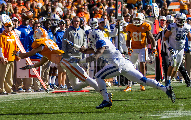 Tennessee's senior wide receiver Zach Rogers stretches to catch a pass during Saturday's game in Knoxville, Tn., on Saturday, November, 24, 2012. Photo by James Holt | Staff