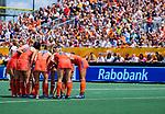 Den Bosch  -  teamhuddle bij strafcorner , overleg,    tijdens  de Pro League hockeywedstrijd dames, Nederland-Belgie (2-0).    COPYRIGHT KOEN SUYK