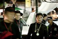 Les gardes noirs de Seh Daeng, milice autoproclamée du camp.