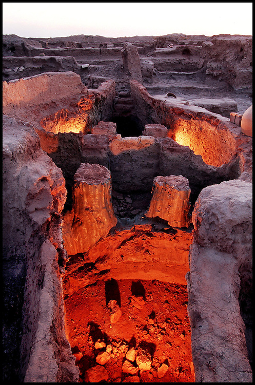 The Gonur treasure. Le tr&eacute;sor de Gonur.<br /> The Palace - A kiln used to fire ceramics (the largest and oldest to exist in the Middle East).