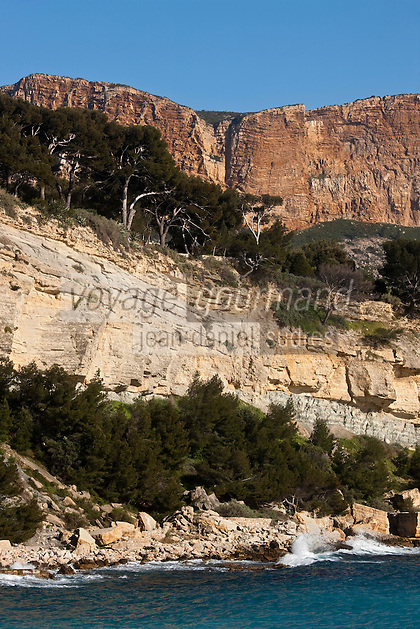 Europe/France/Provence-Alpes-Côte d'Azur/13/Bouches-du-Rhône/Cassis: les falaises du Cap Canaille dominent la mer