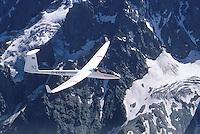 4415/D36: EUROPA, FRANKREICH 09.02.2005:.Im Jahr  1964 baute die Akademische Fliegergruppe Darmstadt, Akafieg, nach dem Entwurf von H.Friess, W.Lemke, G.Waibel, K.Holighaus aus GFK Glasfasekunststoff und Balsa Holz das erste Klappenflugzeug in GFK Bauweise, zur Verwendund kamen die Profile FX 62-K-131 und FX 60-126. Das Flugzeug hat 17,8 Meter Spannweiteund 12,8 m/2 Flügelfläche..Es wurden zwei Exemplare gebaut.  Die D36 gilt als Vorbild vieler Segelflugzeuge der Offenen Klasse..Luftbild, Luftansicht