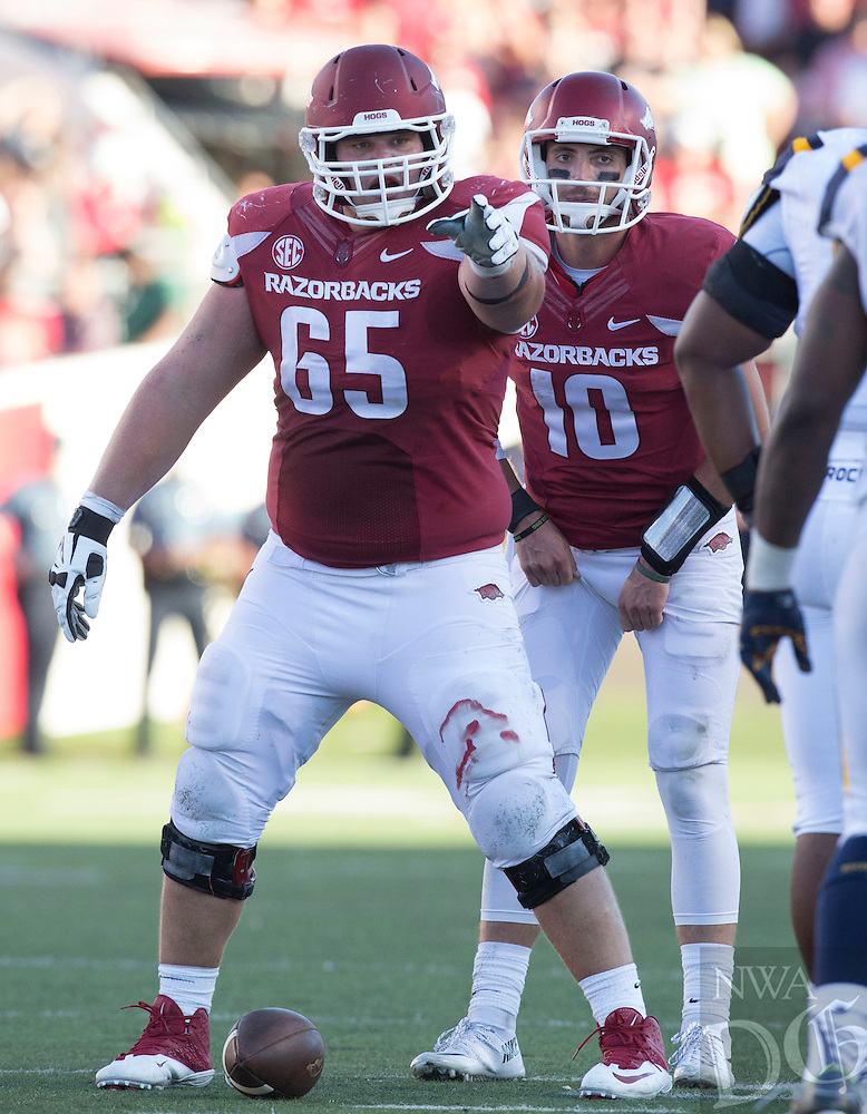 HAWGS ILLUSTRATED JASON IVESTER<br /> 09-12-15 Arkansas vs Toledo football