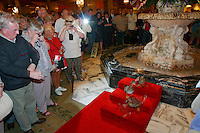 Peabody Hotel. The famous resident ducks descend every day at 11 a.m. via elevator from the penthouse. Then they walk along a red carpet towards the lobby fountain, where they spend the day until their retreat at 5 p.m. Both events are closely watched by tourists lining the carpet.