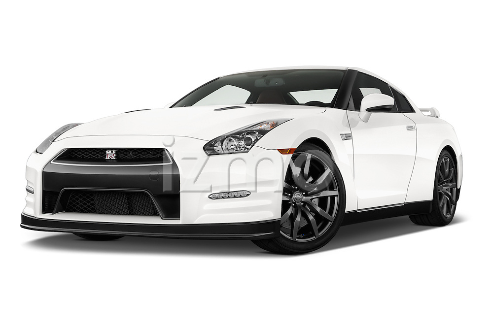 Low aggressive front three quarter view of a 2014 Nissan GTR Coupe