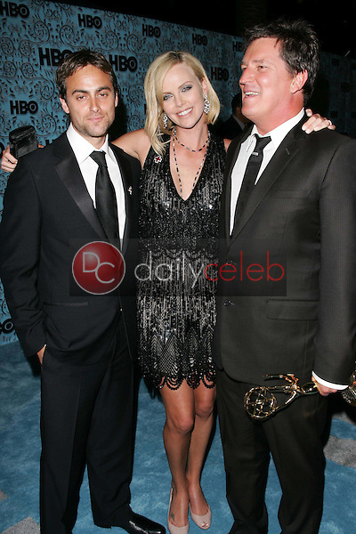 Stuart Townsend with Charlize Theron and Stephen Hopkins<br />At the HBO Emmy After Party. Pacific Design Center,Los Angeles, CA. 09-18-05<br />Dave Edwards/DailyCeleb.Com 818-249-4998