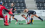 AMSTELVEEN - Noor Omrani (DenBosch) met rechts Melanie van Rijn (Adam)  tijdens de hoofdklasse hockeywedstrijd dames,  Amsterdam-Den Bosch (1-1).  links Anne Veenendaal (Adam) .  COPYRIGHT KOEN SUYK
