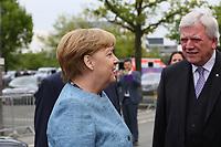 Bundeskanzlerin Angela Merkel (CDU) mit Hessens Ministerpräsident Volker Bouffier (CDU) - 03.05.2018: Festakt zu 350 Jahre Merck in Darmstadt mit Bundeskanzlerin Angela Merkel