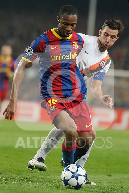 FC Barcelona's Seydou Keita (f) and FC Shakhtar Donetsk's Darijo Srna during UEFA Champions League match.April 6,2011. (ALTERPHOTOS/Acero)