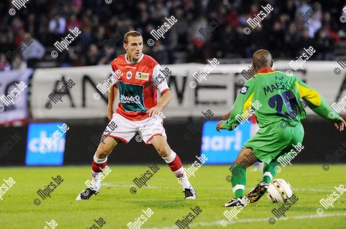 2011-10-15 / Voetbal / seizoen 2011-2012 / R. Antwerp FC - KV Oostende / Benjamin Lambot (L, Antwerp) met Terence Pinto..Foto: Mpics