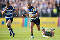 Jonathan Joseph of Bath Rugby gets past Craig Willis of Newcastle Falcons. Aviva Premiership match, between Bath Rugby and Newcastle Falcons on September 23, 2017 at the Recreation Ground in Bath, England. Photo by: Patrick Khachfe / Onside Images