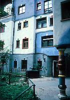 Friedensreich Hundertwasser : Hundertwasser House, Vienna. Photo '87.