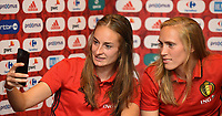 2017072é - RIJEN , NETHERLANDS :  Tessa Wullaert (L) and Janice Cayman (R) pictured during a Facebook Live session  at the Van Der Valk Hotel in Gilze , The Netherlands PHOTO SPORTPIX.BE | DIRK VUYLSTEKE