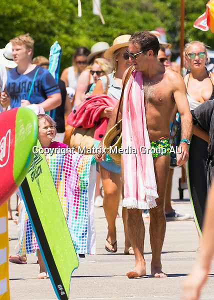 18 JANUARY 2016 SYDNEY AUSTRALIA<br /> <br /> EXCLUSIVE PICTURES<br /> <br /> Andrew O'Keefe pictured with his kids at Bondi Beach.
