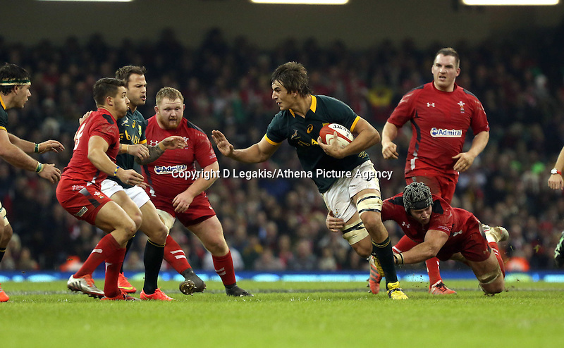 Pictured: Eben Etzebeth of South Africa (C) is brought down by dan Lydiate of Wales Saturday 29 November 2014<br />