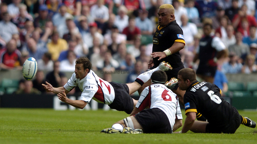 Photo: Richard Lane..London Wasps v Toulouse. Heinenken Cup Final. 23/05/2004..Jean-Baptiste Elissalde gets the ball away.