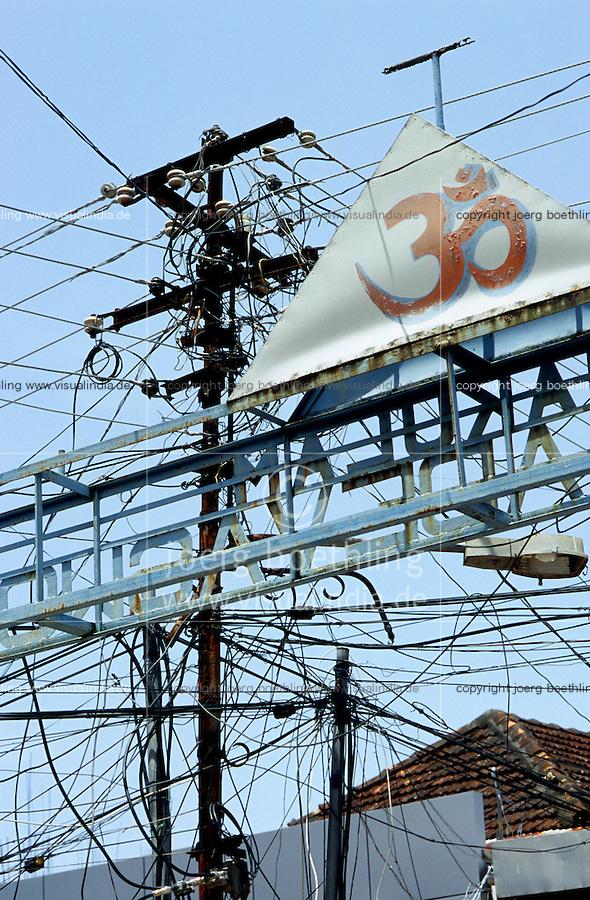 INDIA, Kerala, electric grid and holy hindu symbol OM / INDIEN Kerala Cochin , Strommast mit vielen Leitungen und OM Zeichen