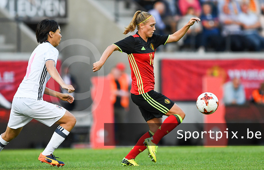 20170613 - LEUVEN ,  BELGIUM : Belgian Janice Cayman (r) pictured during the friendly female soccer game between the Belgian Red Flames and JAPAN , a friendly game in the preparation for the European Championship in The Netherlands 2017  , Tuesday 13 th June 2017 at Stadion Den Dreef  in Leuven , Belgium. PHOTO SPORTPIX.BE | DAVID CATRY
