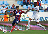 SANTA MARTA - COLOMBIA, 26-01-2019: Christian Subero del Unión disputa el balón con Mauricio Cortes de Jaguares durante partido por la fecha 1 entre Unión Magdalena y Jaguares FC como parte de la Liga Águila I 2019 jugado en el estadio Sierra Nevada de la ciudad de Santa Marta. / Christian Subero of Union vies for the ball with Mauricio Cortes of Jaguares during match for the date 1 between Union Magdalena and Jaguares FC as a part Aguila League I 2019 played at Sierra Nevada stadium in Santa Marta city. Photo: VizzorImage / Gustavo Pacheco / Cont