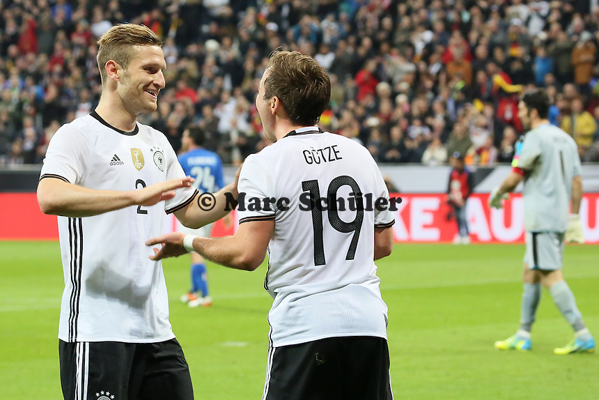 Torjubel Mario Götze (D) beim 2:0 mit Shkodran Mustafi - Deutschland vs. Italien, Allianz Arena München