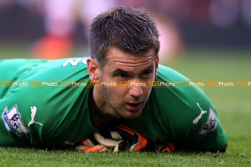 Despair for Burnley goalkeeper, Tom Heaton, as he concedes three second half goals against Arsenal - Arsenal vs Burnley - Barclays Premier League Football at the Emirates Stadium, London - 01/11/14 - MANDATORY CREDIT: Paul Dennis/TGSPHOTO - Self billing applies where appropriate - contact@tgsphoto.co.uk - NO UNPAID USE