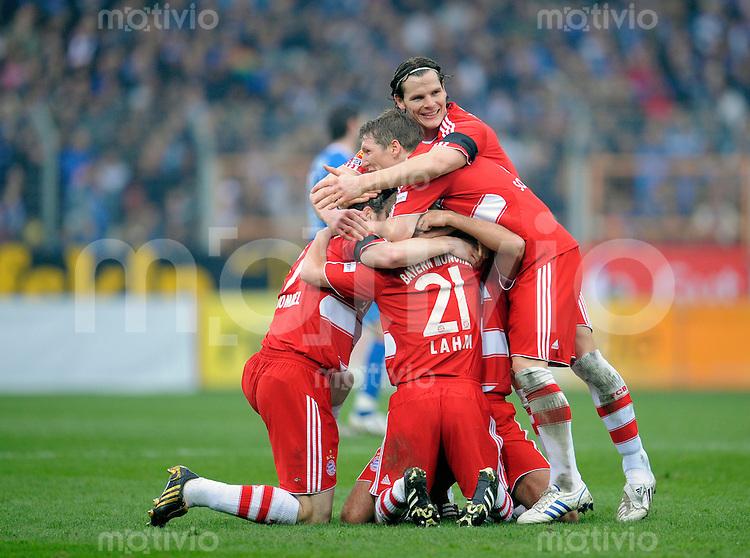 Fussball    1. Bundesliga    Saison 2008/2009    24. Spieltag     VfL Bochum - Bayern Muenchen   14.03.2009  Jubel der Muenchener nach dem Tor zum 2-0 durch Philipp LAHM.