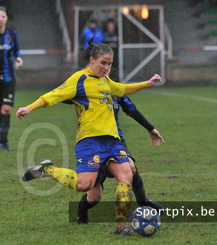 Club Brugge - STVV : Marlies Verbruggen aan de bal .foto Joke Vuylsteke / Vrouwenteam.be