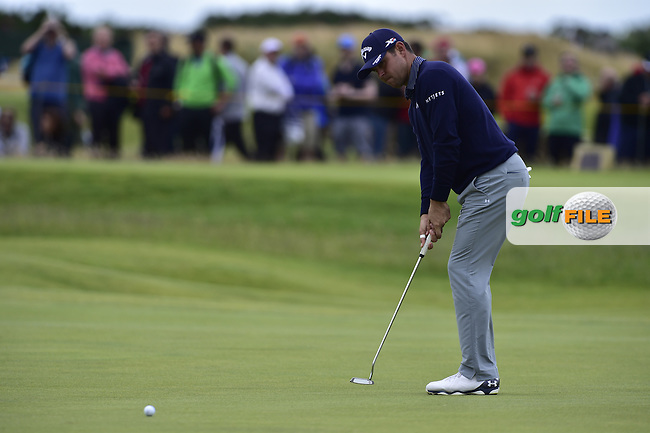 Gary WOODLAND (USA) putts on the 6th green during Friday's Round 2 of the 144th Open Championship, St Andrews Old Course, St Andrews, Fife, Scotland. 17/07/2015.<br /> Picture Eoin Clarke, www.golffile.ie