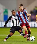 Nederland, Arnhem, 22 september 2012.Eredivisie.Seizoen 2012-2013.Vitesse-Heracles.Marco van Ginkel (r.) van Vitesse en Lerin Duarte (l.) van Heracles strijden om de bal.