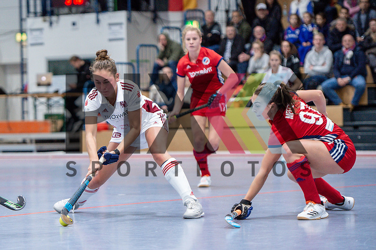 Mannheim, Germany, December 01: During the Bundesliga indoor women hockey match between Mannheimer HC and Nuernberger HTC on December 1, 2019 at Irma-Roechling-Halle in Mannheim, Germany. Final score 7-1. <br /> <br /> Foto © PIX-Sportfotos *** Foto ist honorarpflichtig! *** Auf Anfrage in hoeherer Qualitaet/Aufloesung. Belegexemplar erbeten. Veroeffentlichung ausschliesslich fuer journalistisch-publizistische Zwecke. For editorial use only.