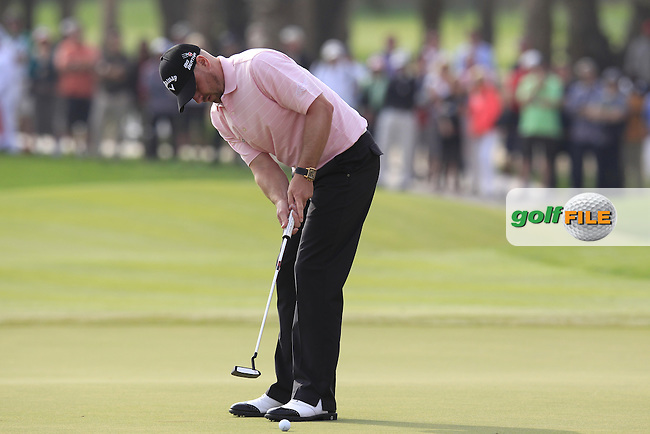 Craig Lee (SCO) putts on the 18th green during Sunday's Round 3 of the Abu Dhabi HSBC Golf Championship 2014 at the Abu Dhabi Gold Club, Abu Dhabi, United Arab Emirates.19th January 2014.<br /> Picture: Eoin Clarke www.golffile.ie