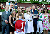 Actress and horse lover Bo Derek presents Mike Smith and Proviso's connections with the Diana trophy.