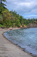 WASJ_D219 - USA, Washington, San Juan Islands, Orcas Island, Obstruction Pass State Park, Curved gravel beach and forest of Pacific madrone and Douglas fir.